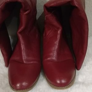 Red pebbled leather women's boots size 9 m
